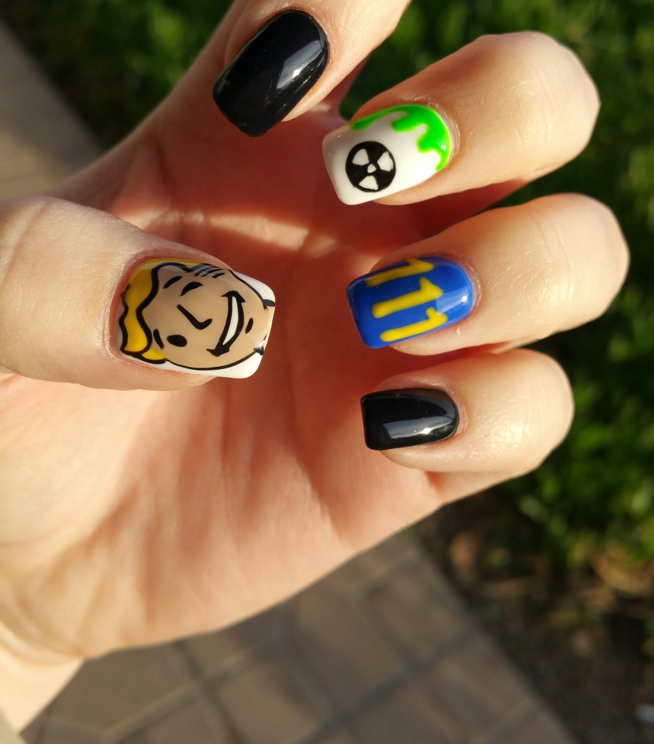 Nailed It: This Fallout 4 Manicure Is The (Atom) Bomb