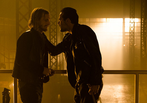 7x03-the-cell-dwight-and-negan-the-walking-dead-39996975-500-352
